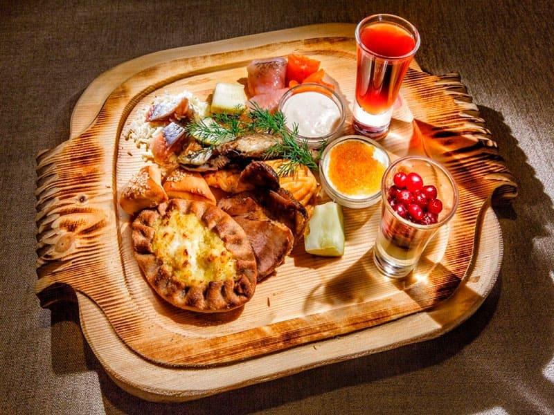 Обед в деревне Старая Слобода