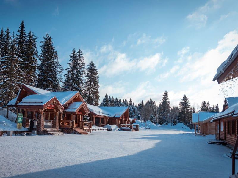 сувенирные лавки Рускеала зимой