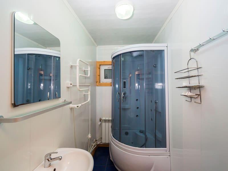 ванная комната в Загородном клубе «Денисов мыс» фото