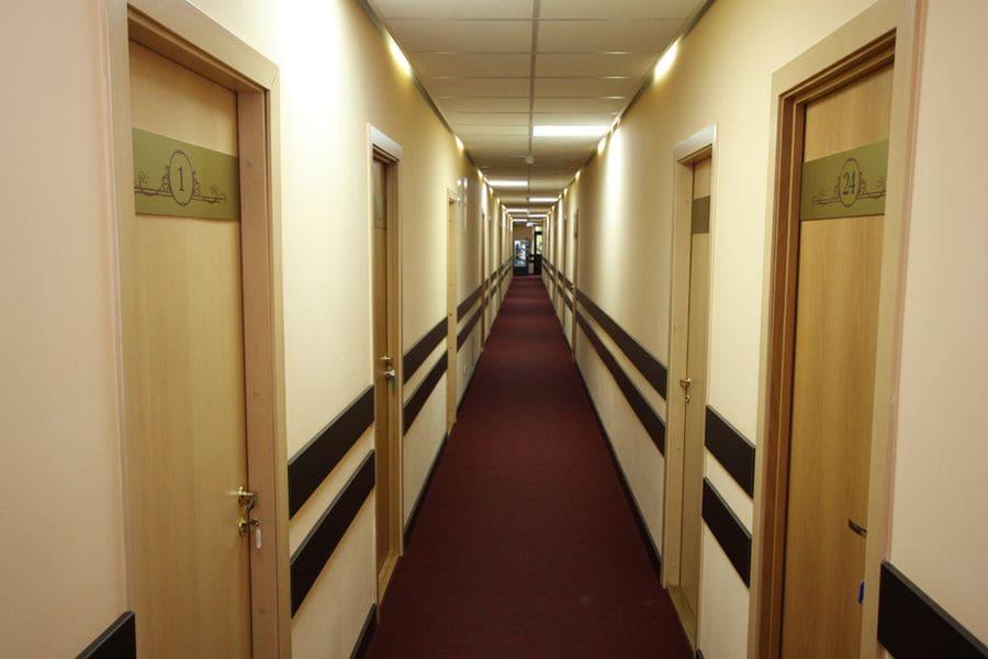 коридор отеля «Петрозаводск» фото