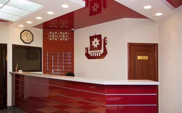 Холл отеля «Онежский замок» фото