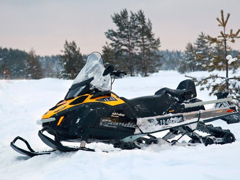 катание на снегоходах в Карелии