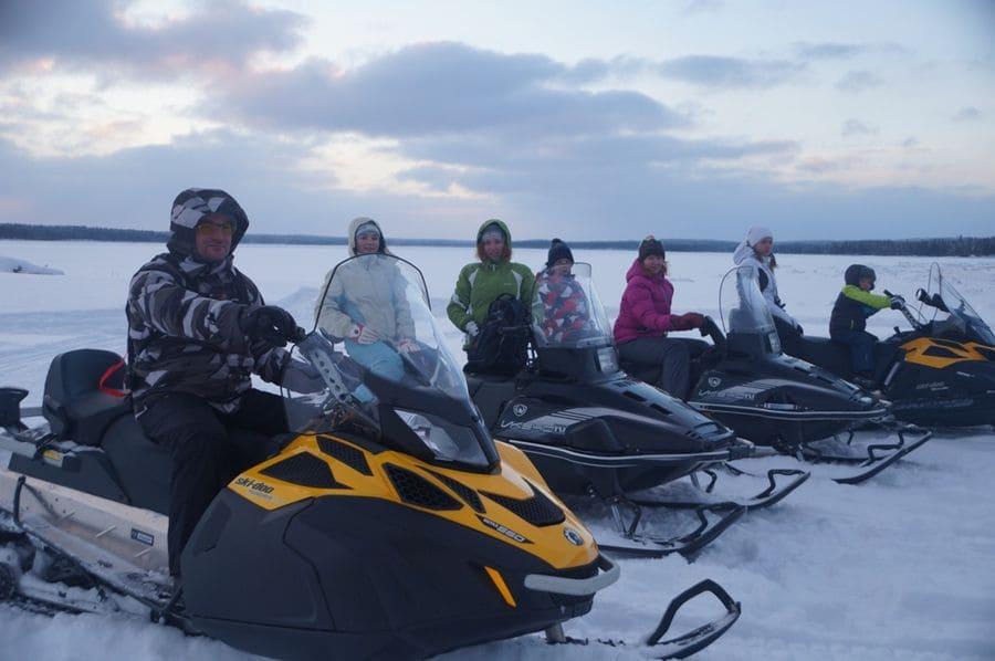 Выезд на снегоходах на маршрут к открытому Белому морю