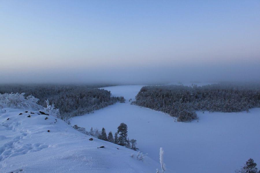 Тишина зимнего леса, шум воды порожистой речки Пулонга
