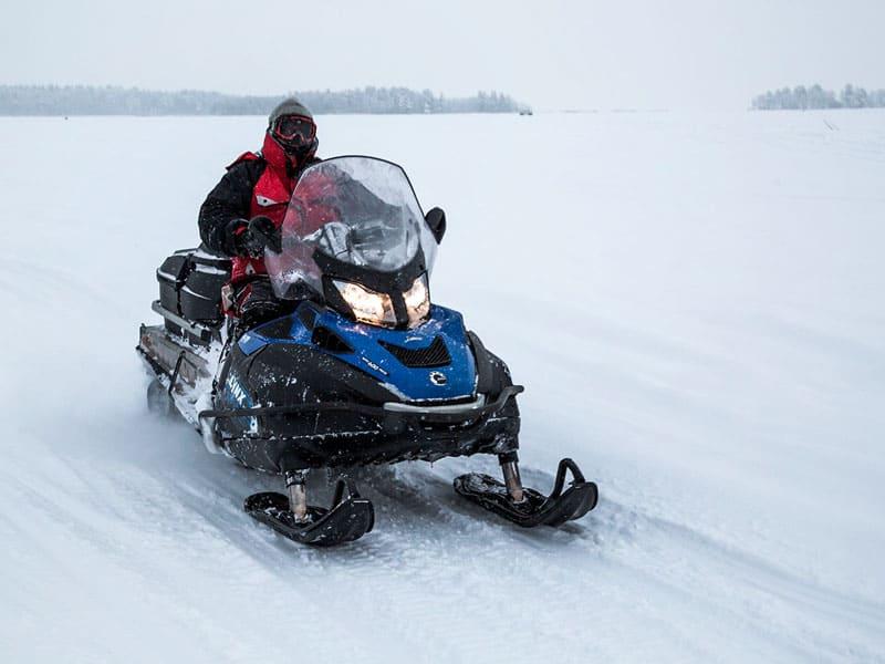 снегоходы на турбазе длинный берег фото